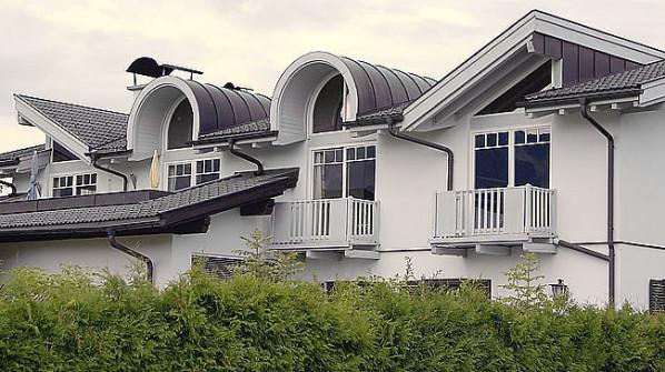 Wohnhaus, Kupferdeckung, Rundgaupen